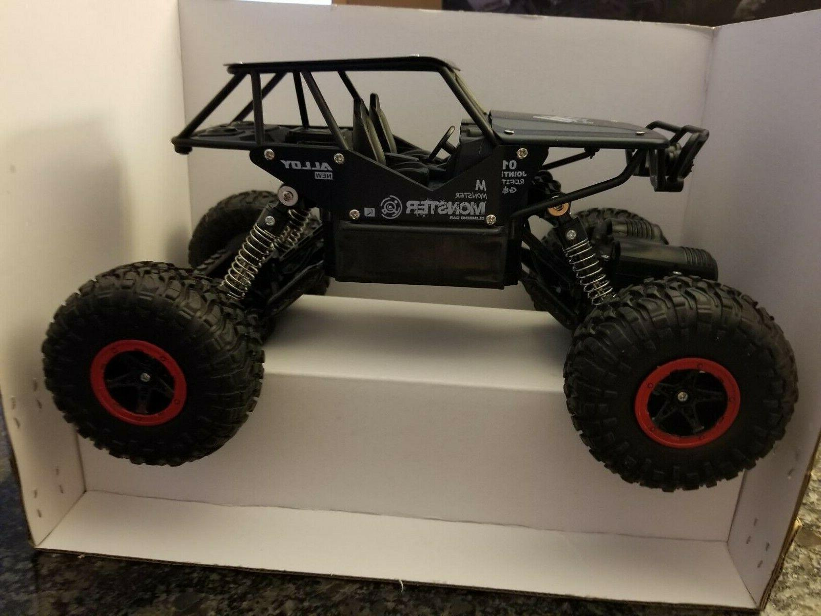 1/18 2.4G 4WD Rock Crawler Off-Road Buggy RC Car with Two Re